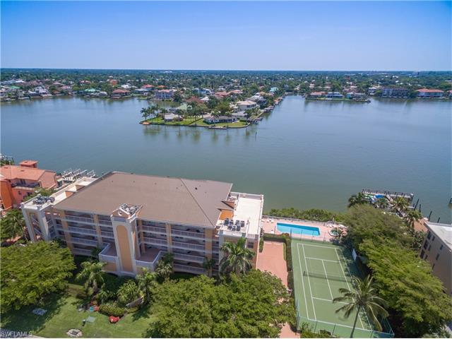 9380 Gulf Shore Dr 303, Naples, FL 34108