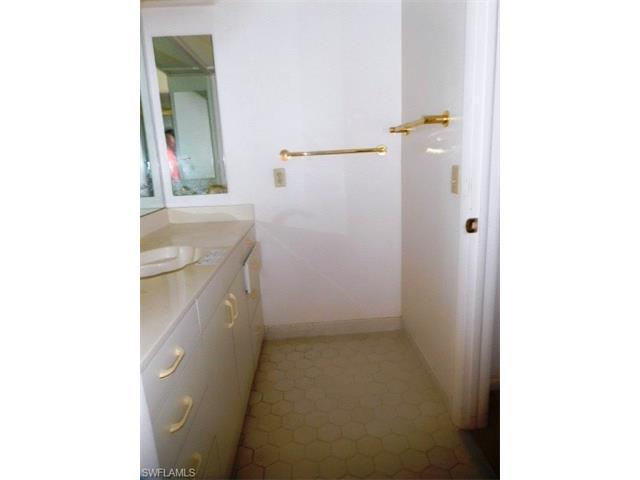 655 Fountainhead Ln, Naples, FL 34103
