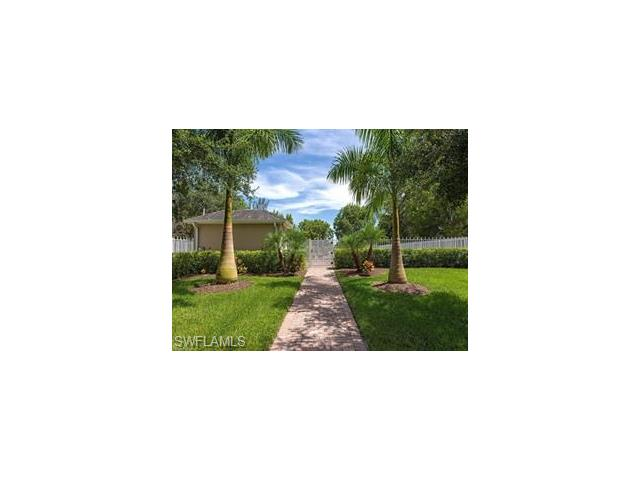 282 Leawood Cir, Naples, FL 34104