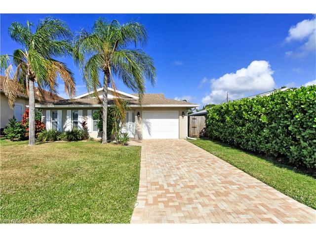 547 105th Ave N, Naples, FL 34108