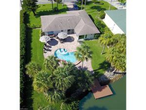 495 Pine Ave, Naples, FL 34108