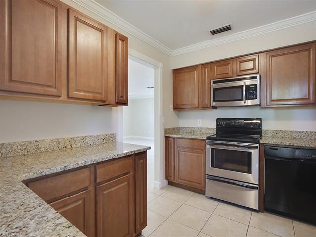 841 93rd Ave N, Naples, FL 34108