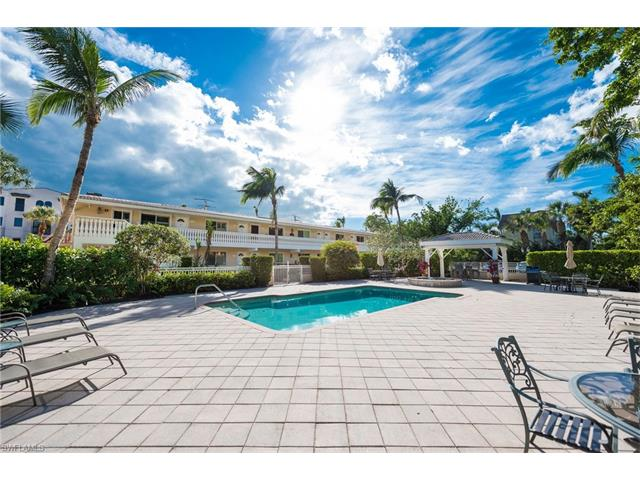 950 7th Ave S 14, Naples, FL 34102