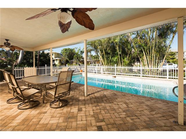 2068 Snook Dr, Naples, FL 34102