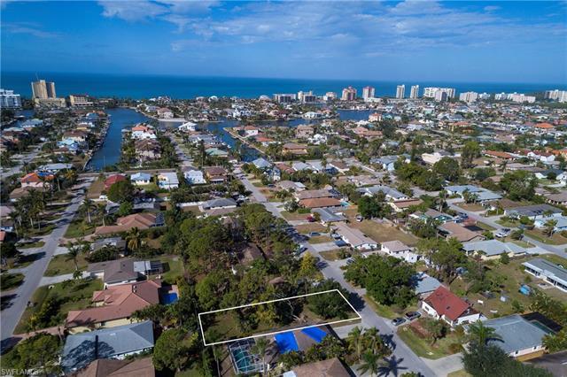 548 101st Ave N, Naples, FL 34108