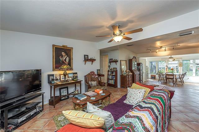 1854 Harbor Ln, Naples, FL 34104