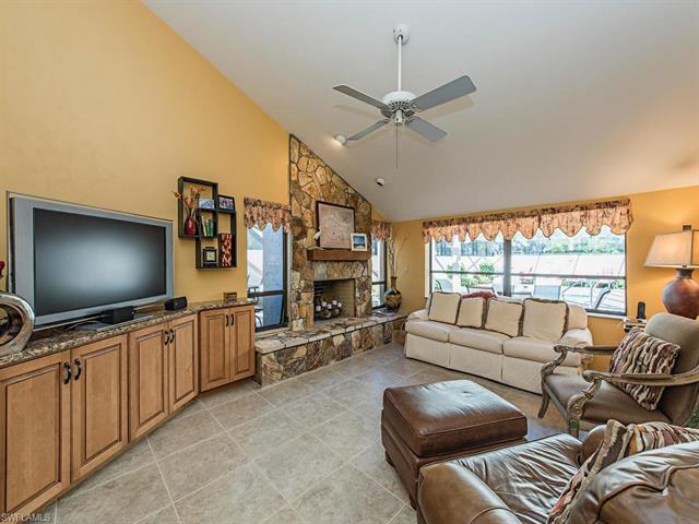 368 Edgemere Way N 21, Naples, FL 34105