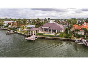 2200 Kingfish Rd, Naples, FL 34102