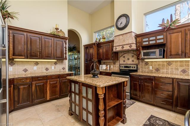 6031 Waxmyrtle Way, Naples, FL 34109