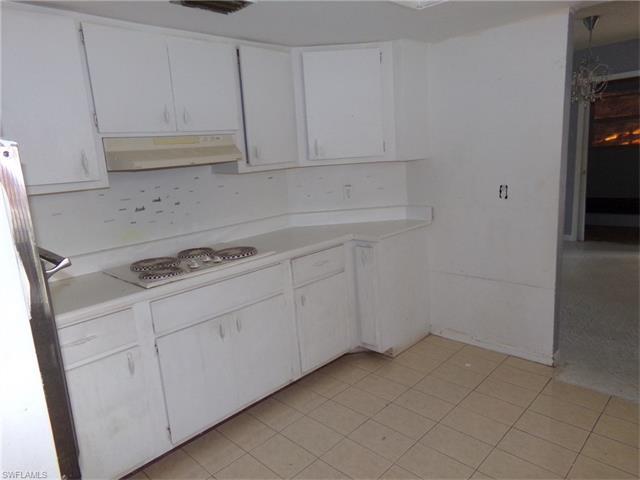 613 Grant Ave, Lehigh Acres, FL 33972