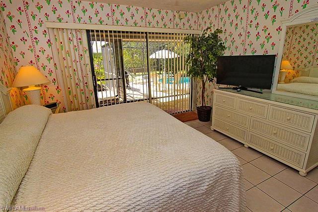 2393 Kings Lake Blvd, Naples, FL 34112