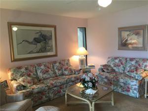 576 Retreat Dr 4-103, Naples, FL 34110