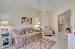 61 Silver Oaks Cir 104, Naples, FL 34119