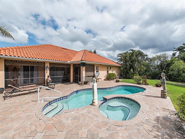 642 107th Ave N, Naples, FL 34108