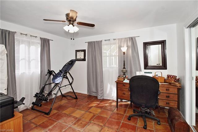 615 Lakeland Ave, Naples, FL 34110