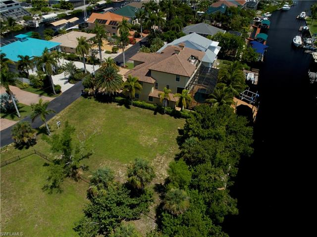 11631 Isle Of Palms Dr, Fort Myers Beach, FL 33931
