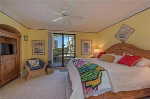 4400 Gulf Shore Blvd N 5-504, Naples, FL 34103