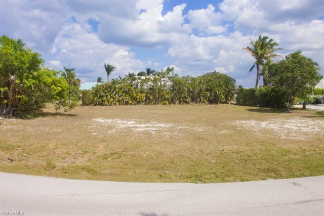 556 Tigertail Ct, Marco Island, FL 34145