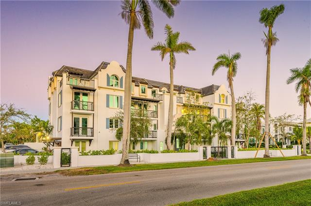 875 9th St S 201, Naples, FL 34102