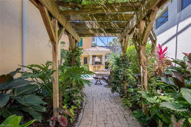9030 Terranova Dr, Naples, FL 34109