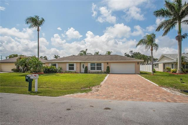142 Willoughby Dr, Naples, FL 34110
