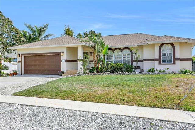 1561 Honeysuckle Ave, Marco Island, FL 34145