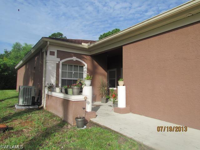 8527 Tamara Ct, Bonita Springs, FL 34135