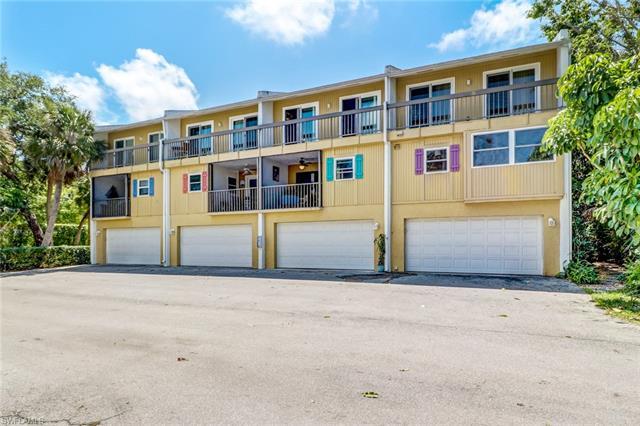 995 9th Ave S 4, Naples, FL 34102