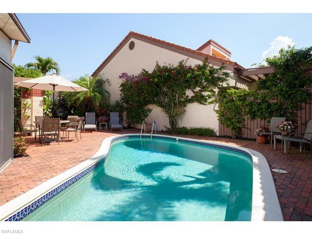 585 Bay Villas Ln 88, Naples, FL 34108
