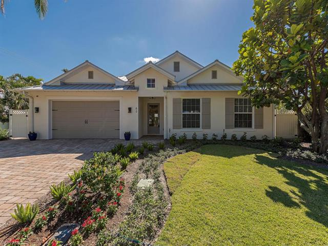 60 7th St N, Naples, FL 34102