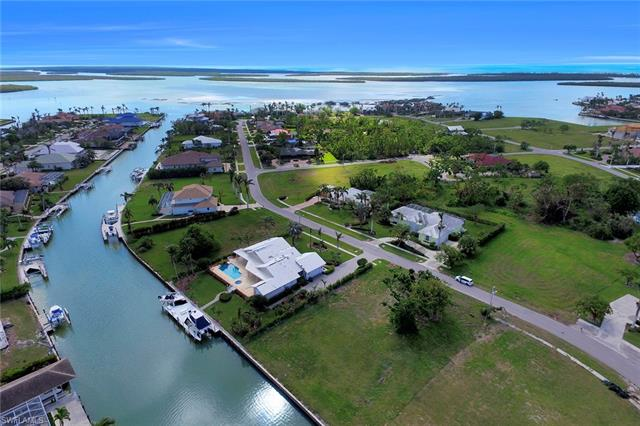 951 Inlet Dr, Marco Island, FL 34145