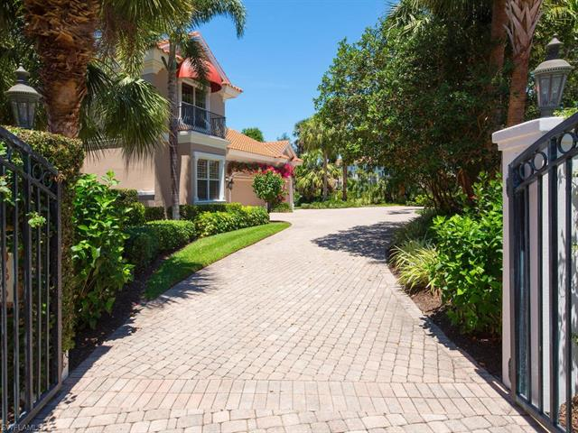 7025 Verde Way, Naples, FL 34108