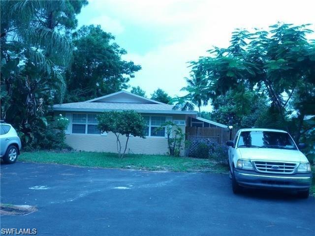 735 109th Ave N, Naples, FL 34108