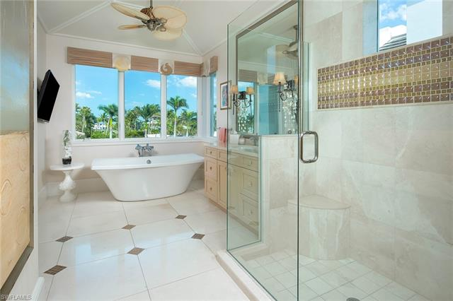 1752 Gulf Shore Blvd N 4, Naples, FL 34102
