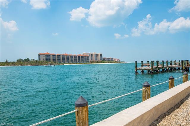 60 Pelican St W 304, Naples, FL 34113