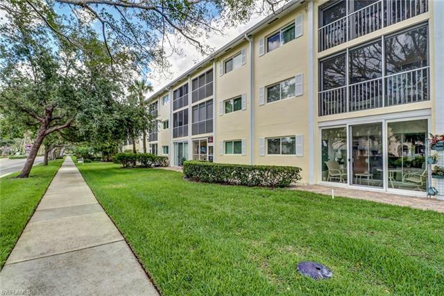 220 Banyan Blvd 220, Naples, FL 34102