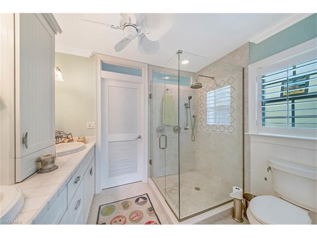 1570 Pelican Ave, Naples, FL 34102