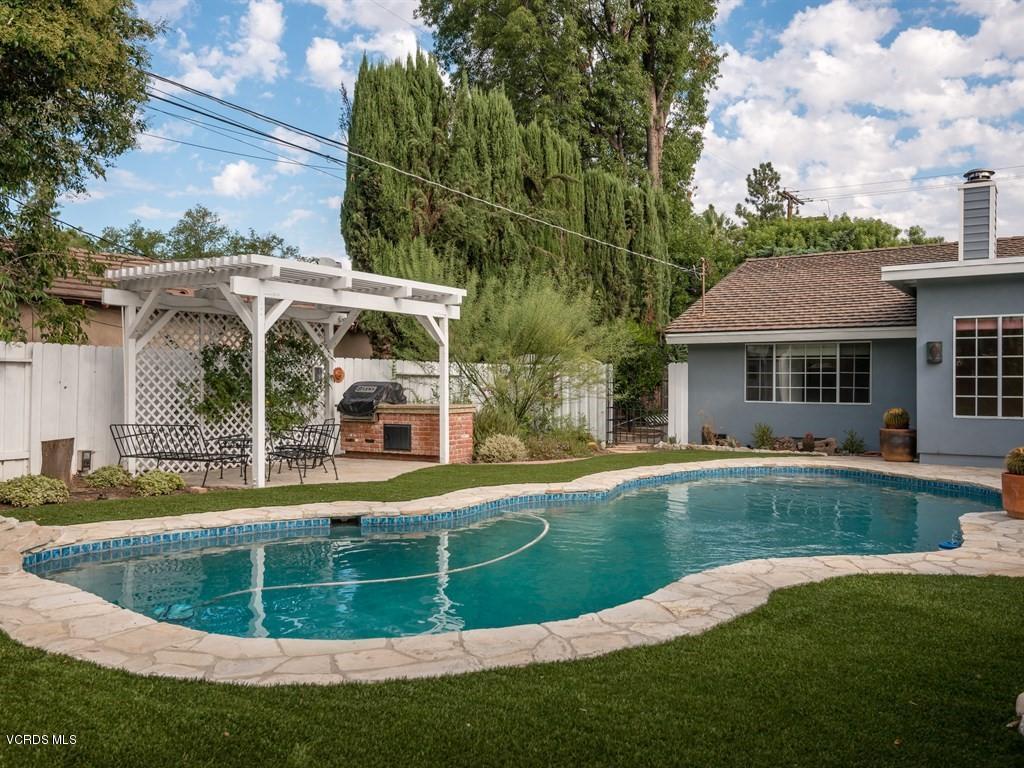 6151 Woodlake Avenue, Woodland Hills, CA 91367