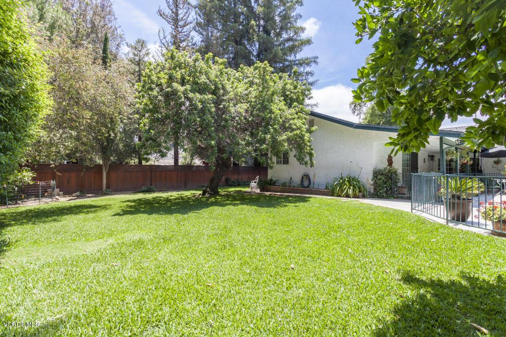 23037 Oxnard Street, Woodland Hills, CA 91367