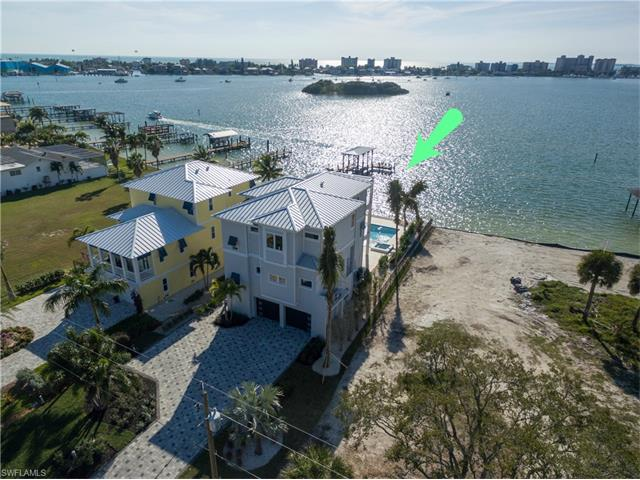 825 San Carlos Dr, Fort Myers Beach, FL 33931