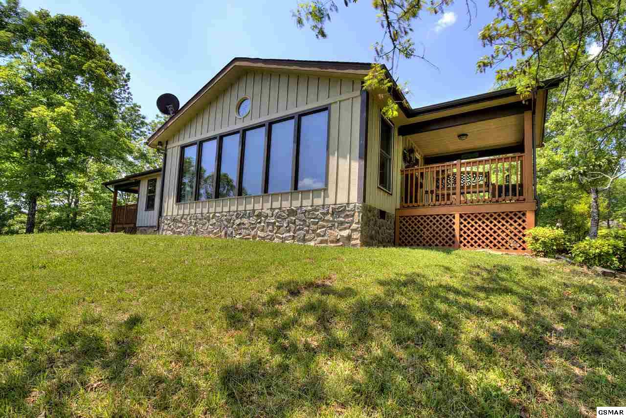 495 Cedar Top Dr, Sevierville, TN 37876