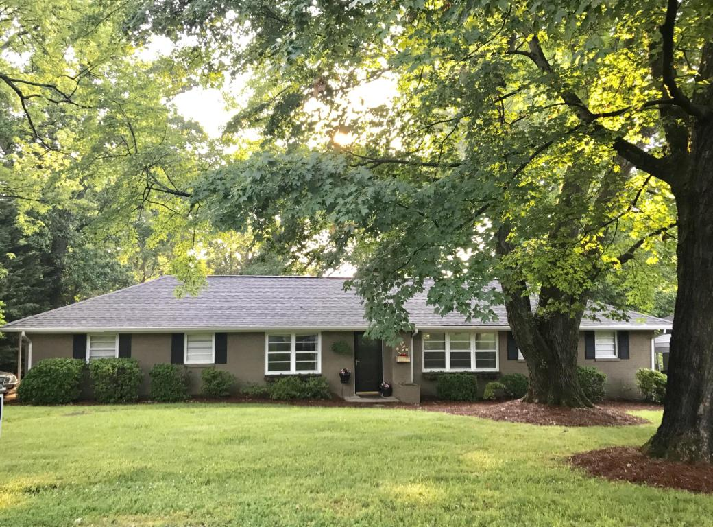 712 Forest View Rd, Knoxville, TN 37919