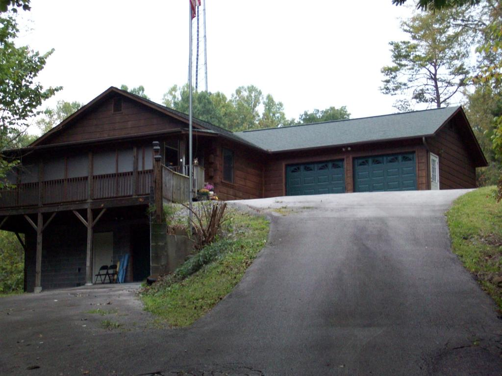 288 Panther Creek Rd, Sevierville, TN 37876