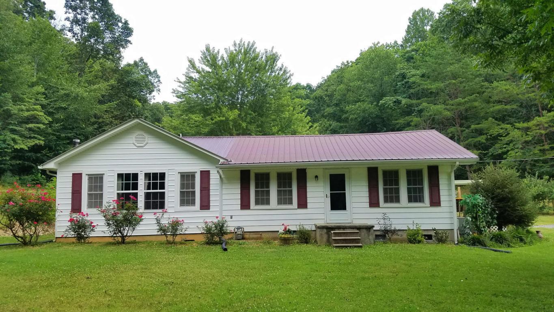 393 Hillcrest St ., Rogersville, TN 37857