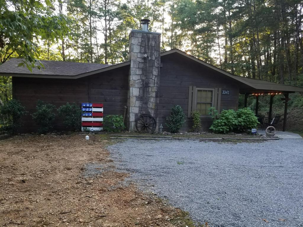 3341 Forge Hideaway Rd, Pigeon Forge, TN 37863