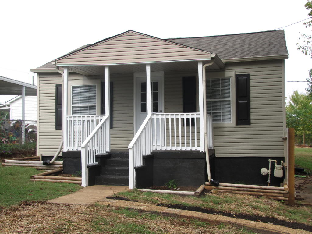 404 Pine Top St St, Loudon, TN 37774