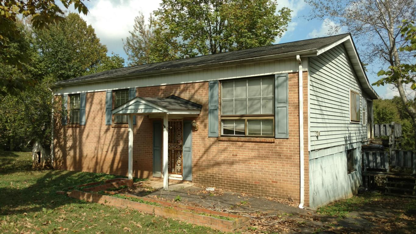 2304 Roundtree Rd, Knoxville, TN 37923