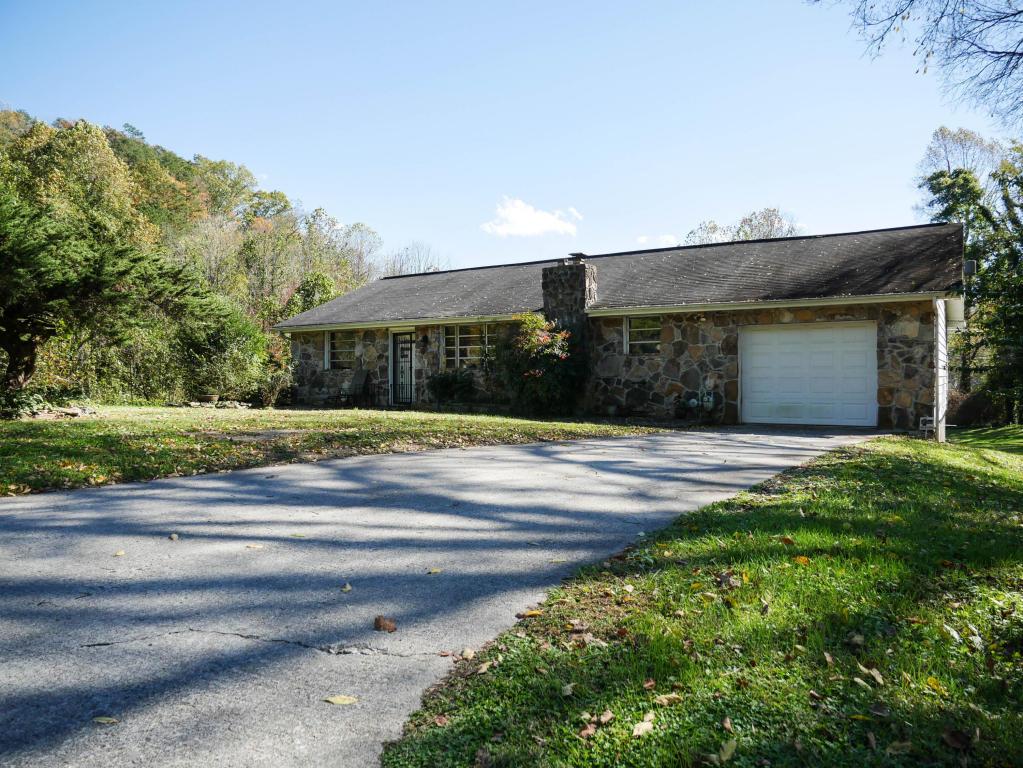575 Old Tacora Hills Rd, Clinton, TN 37716