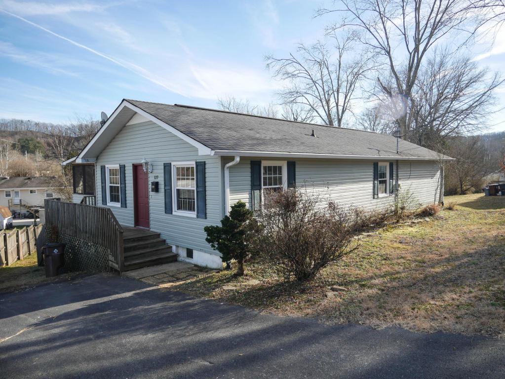 127 S Seneca Rd, Oak Ridge, TN 37830