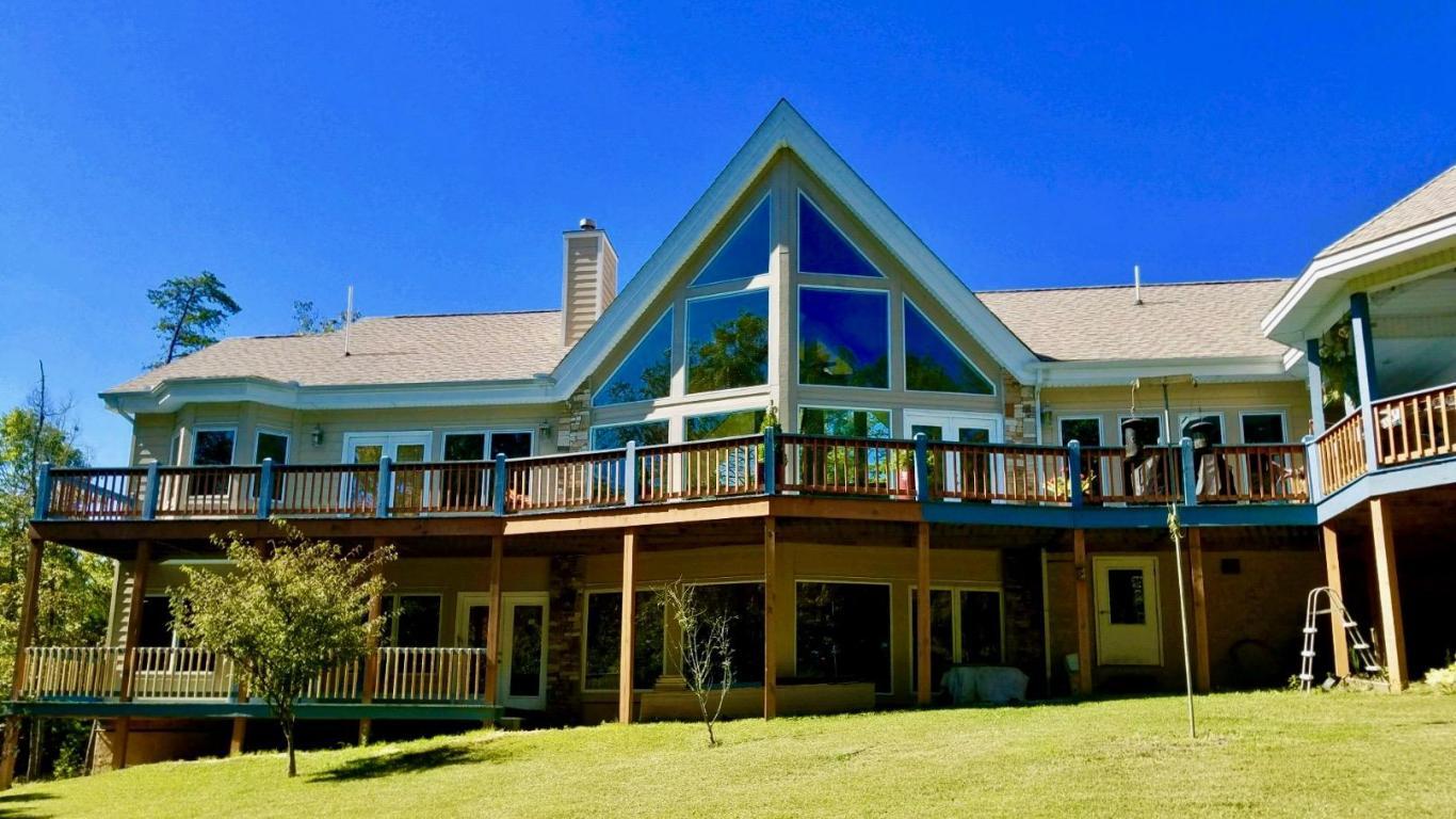 133 Walnut Drive, Deer Lodge, TN 37726